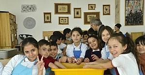 Sukurusu çocuklara geri dönüşümü öğretiyor