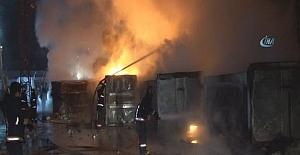 Sultangazi'de geri dönüşüm tesislerinde yangın