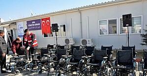 Suriyeli engelli vatandaşlara akülü tekerlekli sandalye hediye edildi