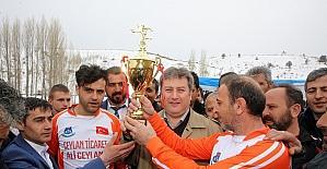 Talas'ta mahalleler arası futbol turnuvası düzenlendi