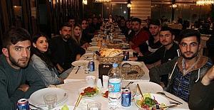 Tuşba HEM'den halkoyunları ekibine moral yemeği