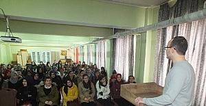 2009 ÖSS birincisi doktor Mustafa Öztürk Malazgirt'te seminer vermeye devam etti