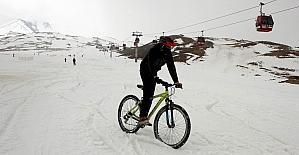 2 bin 600 rakımda bisiklet yarışması