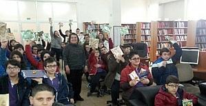 40 Öğrenci 40 kitabı kütüphaneye bağışladı