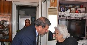 Başkan Özkan yaşlıları unutmadı