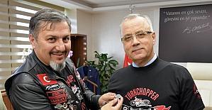 Belediye başkanına Türk Chopper tişörtü giydirdiler