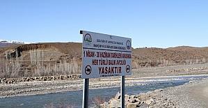 Bingöl'de avlanma yasağına dikkat çekmek için tabelalar yerleştirildi