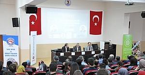 """""""Cumhurbaşkanlığı Hükümet Sistemi ve Dünya Hükümet Sistemleri"""" paneli"""