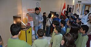 'Harika Matematik' sergisi Kuşadası'nda çocuklarla buluştu