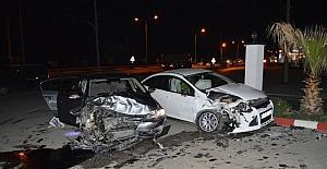 İki araba kafa kafaya çarpıştı,...