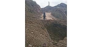 Kazı çalışması yolu ulaşıma kapattı