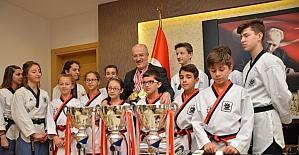 Madalyalar Başkan Kafaoğlu'na