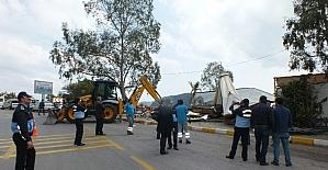 Marmaris'te turizm sezonu öncesi kaçak yapılar yıkılıyor