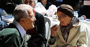 Mezitli'de çocuklar ile yaşlılar bir araya geldi