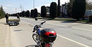 Motosiklet hurda arabasına çarptı: 1 yaralı
