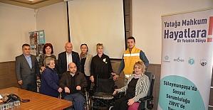 Özel bir okulun bağışladığı akülü sandalye sahibine teslim edildi