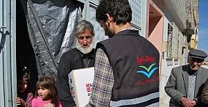 Suriyelilere İYİDER'in hazırladığı yardım kolileri dağıtıldı