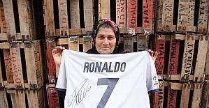"""Ümmiye Teyze: """"Rüyamda görsem hayra yormazdım. Gerçekten yanımdaydı Ronaldo"""""""