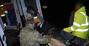 Yaralanan motosikletliye askerden yardım eli