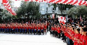 155 öğrenci tek ses 23 Nisan'ı kutladı