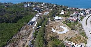 Akçakoca'da yapımı devam eden parkta yok yok