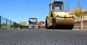 Aksaray'da Çiftlik Mahallesi kanal boyu yolu asfaltlanıyor
