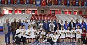 Anadolu Üniversitesi kupasına kavuştu
