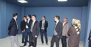 Başkan Vekili Uzan, Adem ile Gençlik Merkezi'nde incelemelerde bulundu