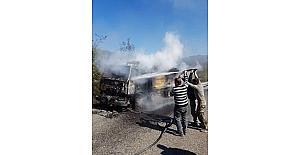 Çatalzeytin'de seyir halindeki kamyon yandı