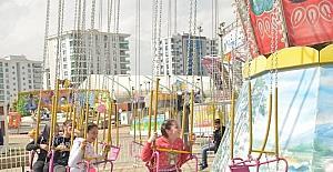 Dezavantajlı 50 çocuk lunaparkta eğlendi