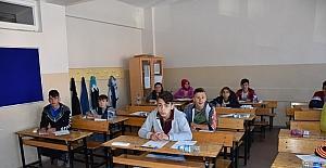 Dursunbey Belediyesi'nden öğrencilere sınav seti