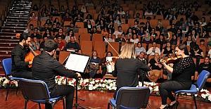 Güzel Sanatlar Eğitimi Bölümü yıl sonu konseri büyük beğeni topladı