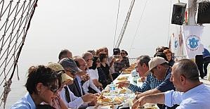 Hatay protokolüne teknede balık ziyafeti