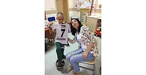 Kanser hastası 9 yaşındaki Murat'a Quaresma forması