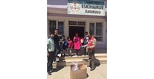 Kızılay'dan öğrencilere kıyafet yardımı
