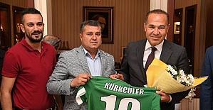 Kürkçülerspor'dan Başkan Sözlü'ye şampiyonluk forması
