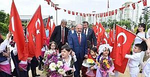 Mersin'de 23 Nisan 5 gün gecikmeli kutlandı