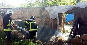 Odunluk yangını paniğe neden oldu