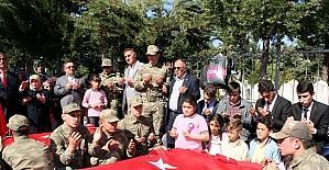 Öğrenciler, okullarının ismini taşıyan şehitlerin kabrini ziyaret etti