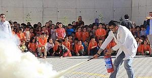 Öğrencilere yangınların çıkış nedeni ve müdahale teknikleri anlatıldı
