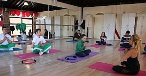 Özel öğrencilere pilates ve yoga dersleri