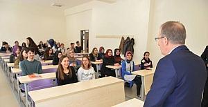 Rektör Uzun öğrenci ve akademisyenlerle bir araya geldi