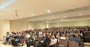 SAÜ'de 'Çevirmenlik ve Meslekleşme' konuşuldu
