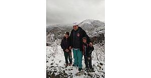 Selendi'ye Nisan ayında kar yağdı