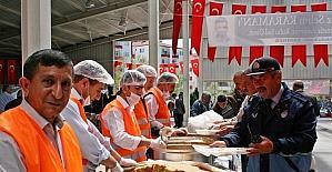 Sungurlu Belediyesi'nden şehitler için yemek