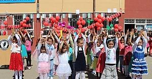 Suriyeli çocuklardan 23 Nisan kutlaması
