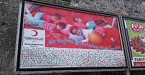 Türk Kızılayı huzurevinde kalan yaşlılar çocuklara sürpriz yaptı