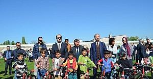 Yalova'da öğrencilere bisiklet dağıtıldı