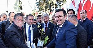 'Yöresel Meyve Çeşitlerinin Korunması ve Yaygınlaştırılması Projesi' kapsamında vatandaşlara meyve fidanı dağıtıldı