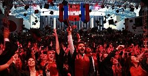 Anadolu Üniversitesi 2017 mezunlarını coşkuyla uğurladı